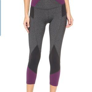 beyond yoga fragmented capri leggings